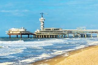 Einen schönen Strandtag in den Niederlanden in Scheveningen verbringen. Günstig mit Continenbus eine Busreise buchen.